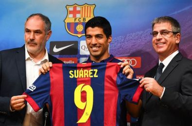 Luis-Suarez-unveiling-at-Barcelona.jpg